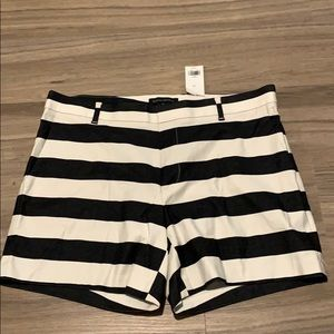 BANANA REPUBLIC - NWT navy & white stripe shorts